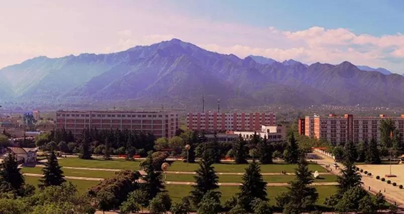 学院地处西安市长安区秦岭北麓,沣河之畔,光看风景