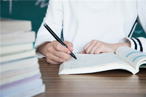 高三英語作文題目及范文:向你的外國網友介紹你所在的學校的信息
