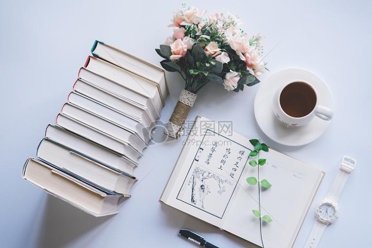 初一初二的学生们应该阅读经典文学作品还是名著呢?有没有推荐的?