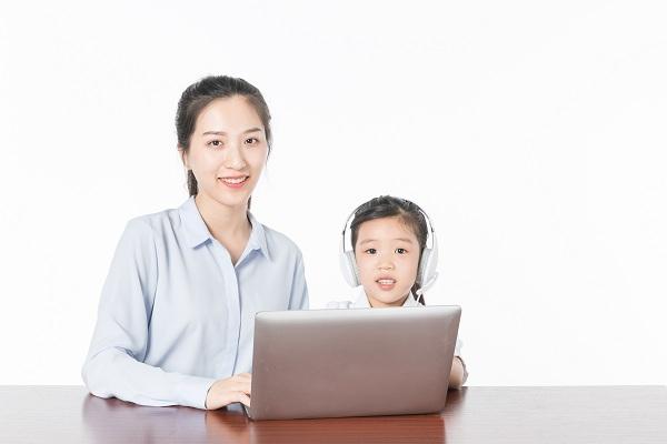 哪些学生需要家长陪同写作业?如何正确陪孩子写作业?