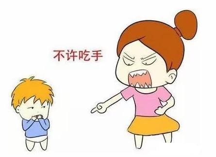 孩子吃手是什么原因?家长该不该及时纠正并出发孩子?