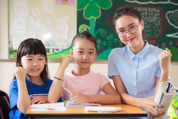 你觉得小学生有补课的必要吗?家长的水平不可以教导孩子吗?