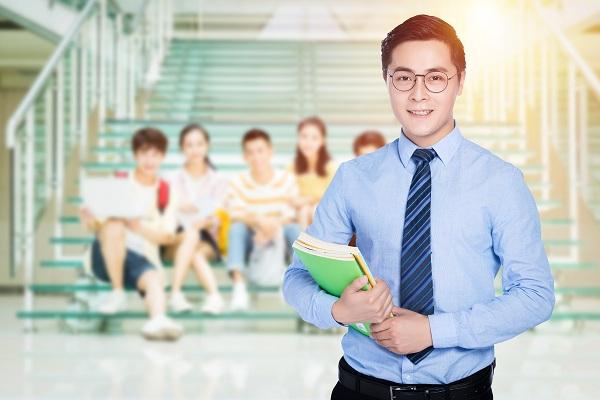 对于教师寒暑假在外开办补课班,工资一月顶一年,你们怎么看?