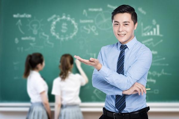 学校的中层职位中哪个职位更好一些?各个职位都有哪些优点?