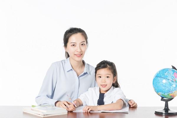 为什么每天陪着孩子学习,考试成绩还是一塌糊涂?