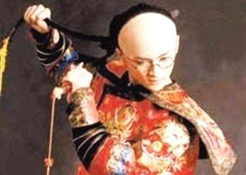 溥仪为什么第一个把辫子给剪了呢?当时的情况是怎么样的呢?