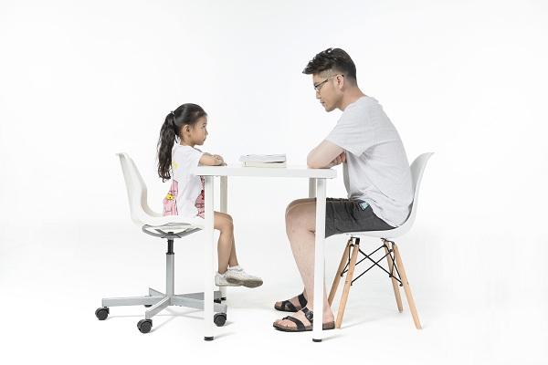 孩子上幼儿园因为说话不利索被小朋友嫌弃,都自卑了该怎么办啊?