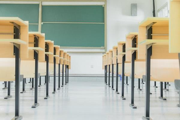 青春期叛逆的孩子送到矫正学校有用吗?家长可以做什么?