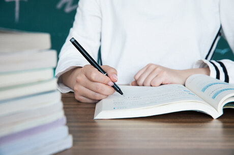 高考考生结束后为何考生不能将草稿纸拿走?监考老师这样做的目的是什么?