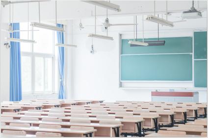 初二學生經常上課說話被老師停課,家長如何管教?