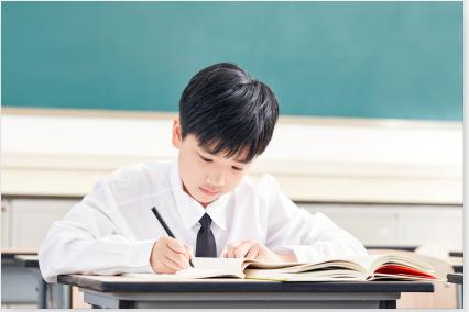 中學生作業寫錯被老師罰抄500遍,這樣的懲罰是合理的嗎?