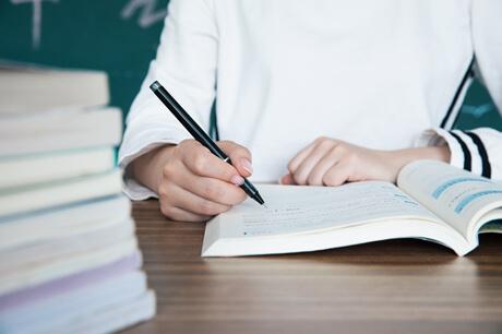 英語作文語法如何運用?初中英語一對一輔導價格是多少?