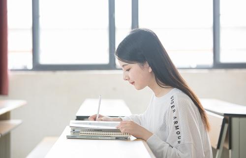 全日制培訓對學生是好是壞?廣西秦學教育初三全日制輔導價格怎么樣?